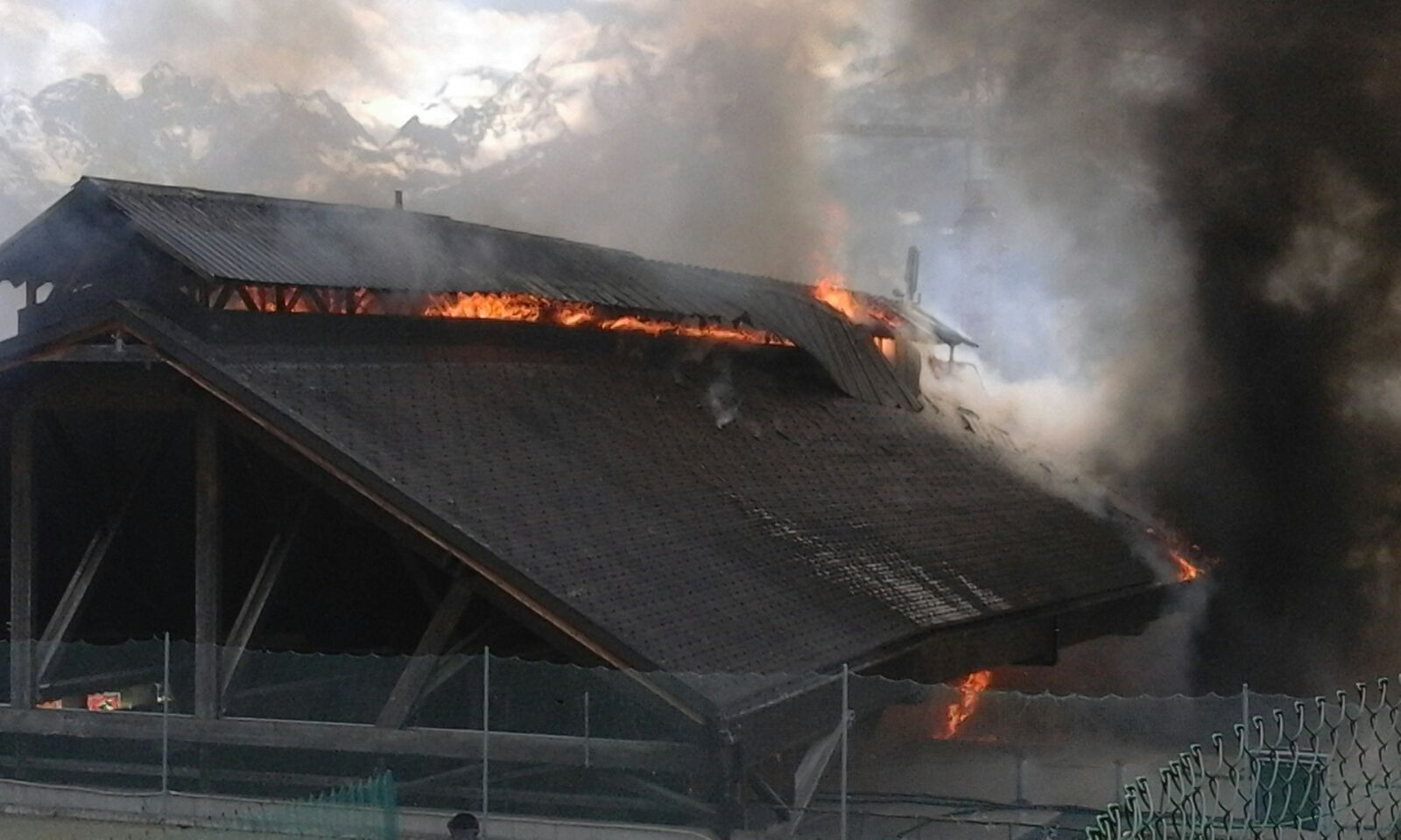 patinoire en flammes